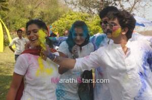 Urmila Kanitkar,Swapnil Joshi & Sushant Shelar While Playing Holi