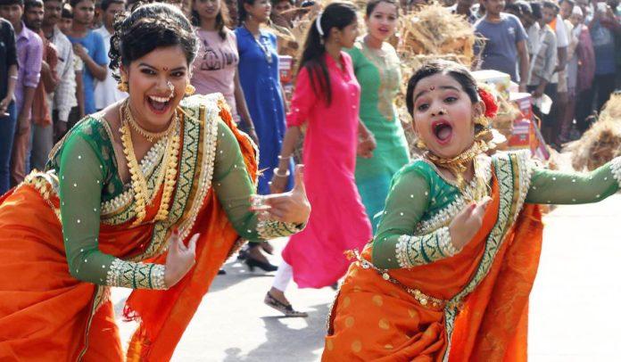 Dholkichya Talavar Colors Marathi Flash mob Vashi APMC Market